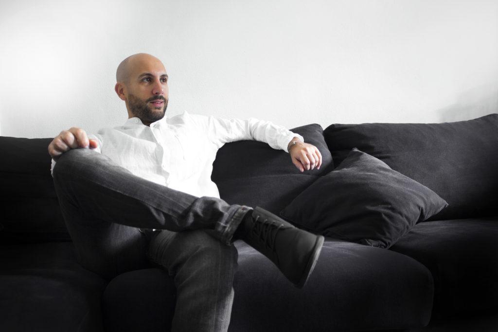 Ritratto seduto Marco Gatelli tecnico geometra di Forlì